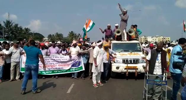 Khabar Odisha:Farmers-Strikes-Row-Odisha