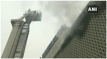 Khabar Odisha:Firefighters-set-fire-to-a-multi-storey-building-in-the-ITO-area-and-firefighters-arrived-to-contain-the-blaze