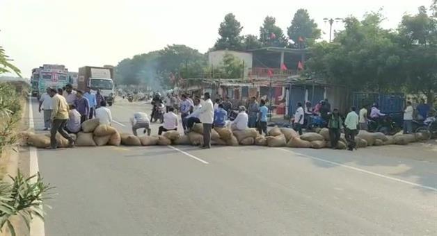 Khabar Odisha:Growing-farmers-dissatisfied-Again-Farmers-block-roads-in-Berhampur