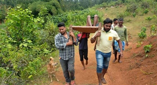 Khabar Odisha:Halfway-there-was-an-ambulance-and-the-patient-was-carried-in-a-cot
