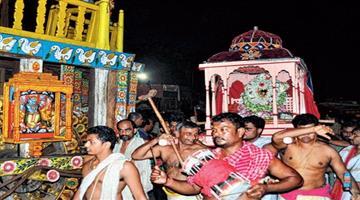 Khabar Odisha:Hera-Panchami-Miffed-Laxmi-damages-Nandighosh