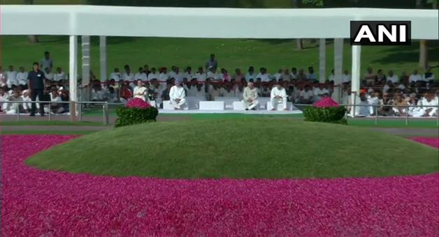 Khabar Odisha:India-UPA-Chairperson-Sonia-Gandhi-and-Congress-President-Rahul-Gandhi-pay-tribute-to-first-PM-of--India