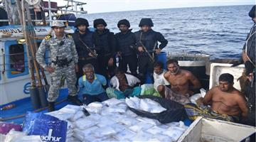 Khabar Odisha:Indian-Navy-ship-seizes-narcotics-worth-Rs-3000-crore-from-fishing-vessel-in-Arabian-Sea