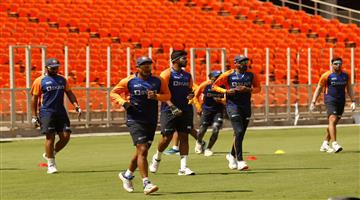 Khabar Odisha:Indian-team-came-down-to-the-field-for-the-Pink-Ball-Test