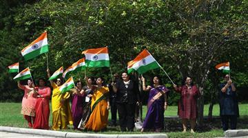 Khabar Odisha:International-PM-Modi-receives-warm-welcome-by-Indian-community-in-Houston