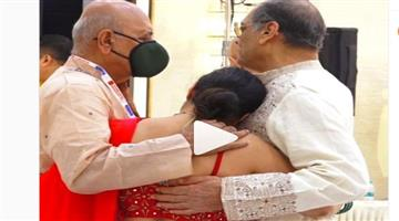 Khabar Odisha:Kajal-who-started-crying-when-she-saw-someone-at-the-Durga-Puja-Mandap-is-going-viral-on-social-media