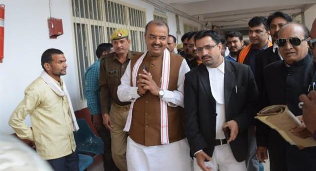 Khabar Odisha:Keshav-Prasad-Maurya-Surrenders-Before-Court-In-Poll-Code-Violation-Case