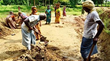 Khabar Odisha:MNREGA-workers-are-losing-40-per-cent-of-their-money-by-withdrawing-money-from-bank-accounts