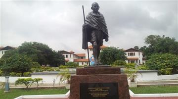 Khabar Odisha:Mahatma-Gandhis-statue-removed-from-Univesity-of-Ghana-after-student-protest