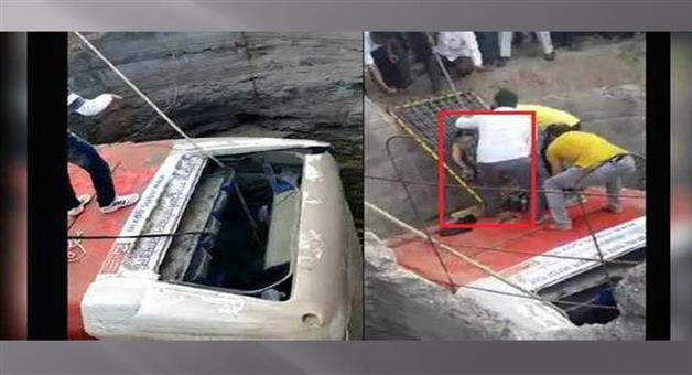Khabar Odisha:Nation-Bus-fell-into-well-in-Nasik-many-feared-death-in-Maharastra-on-Tuesday