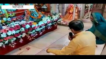 Khabar Odisha:Nation-CM-Shivraj-Singh-Chouhan-sings-bhajan-with-wife-on-the-occasion-of-Janmashtam