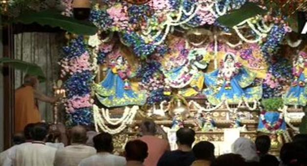 Khabar Odisha:Nation-Devotees-offer-prayers-and-sing-devotional-songs-at-ISKCON-Temple-on-the-occasion-of-Krishna-Janmashtami