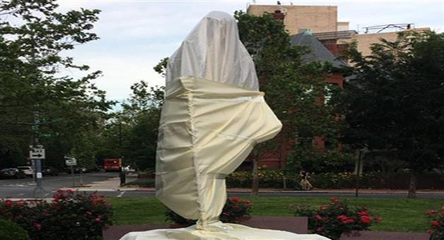 Khabar Odisha:Nation-George-Floyd-death-protestors-in-America-damage-Mahatma-Gandhi-statue
