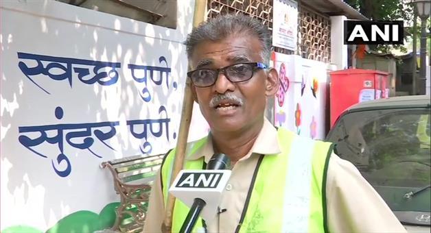 Khabar Odisha:Nation-Mahadev-Jadhav-a-sanitation-worker-who-has-been-working-with-the-PMC