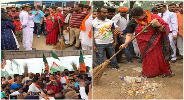 Khabar Odisha:Nation-Mahatma-Gandhi-dedicates-his-entire-life-for-vellages-say-Smruti-Irani
