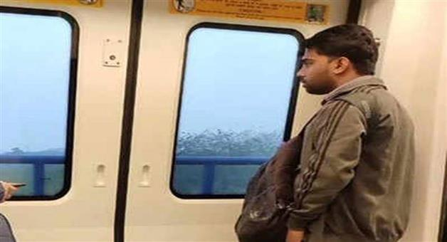 Khabar Odisha:Nation-Man-flashed-his-penis-in-front-of-a-girl-inside-Delhi-metro-DMRC-takes-cognizance