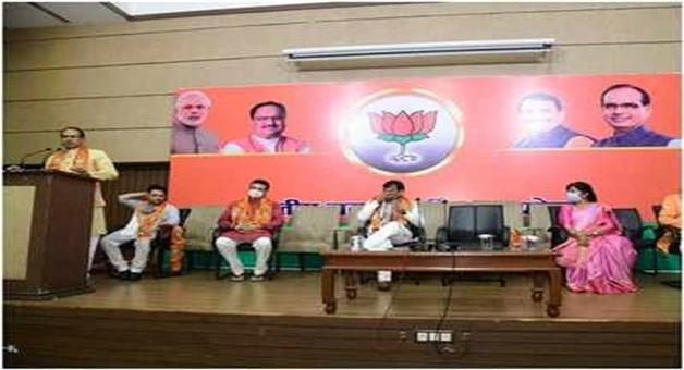 Khabar Odisha:Nation-More-than-300-congress-workers-join-BJP-at-Bhopal-CM-Shivraj-welcomes-them