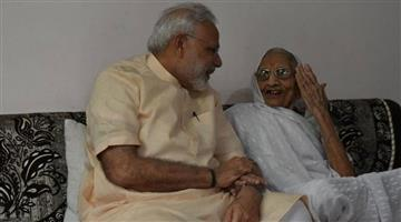 Khabar Odisha:Nation-PM-Narendra-Modi-to-start-his-69th-birthday-with-mothers-blessing