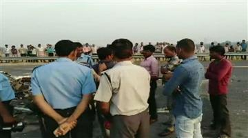 Khabar Odisha:Nation-UP-Seven-dead-and-34-injured-after-a-bus-rammed-into-a-truck-on-Agra-Lucknow-Expressway