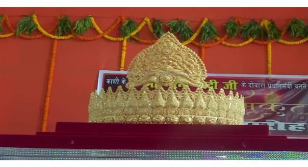 Khabar Odisha:Nation-VaranasiArvind-Singha-fan-of-PM-Modi-offered-a-gold-crown-to-Lord-Hanuman-at-Sankat-Mochan-Temple