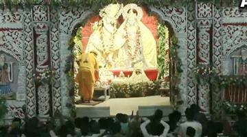 Khabar Odisha:Nation-Video-aarti-performed-at-Krishna-Janmabhoomi-temple-Mathura-on-Janmashtami