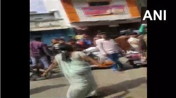 Khabar Odisha:National-news-Bharat-Bandh-Shopkeeper-In-Yavatmal-Uses-Red-Chilli-Powder-Stop-Agitators-Protesting-Against-Caa