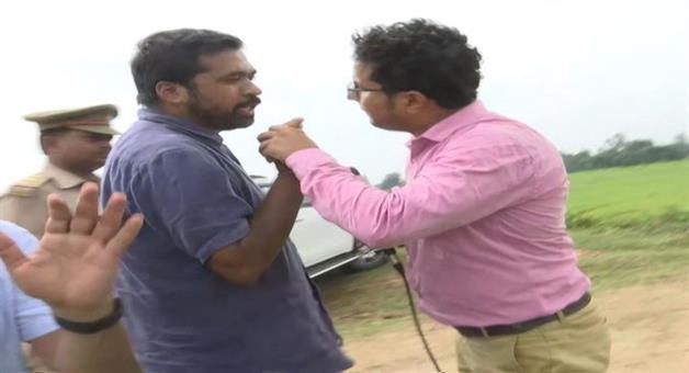 Khabar Odisha:National-news-Priyanka-Gandhi-Associate-Scuffles-With-Reporter