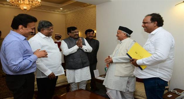Khabar Odisha:National-news-Shivsena-Mlas-Meets-Uddhav-Thackeray-Backs-Demand-Of-Cm-Post-And-50-50-Formula