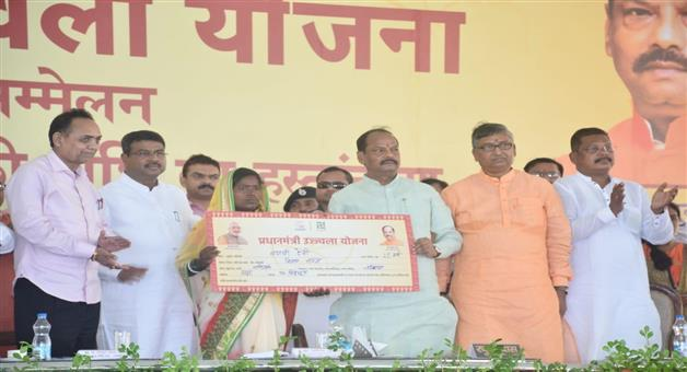 Khabar Odisha:National-news-dharmendra-pradhan-launched-the-supply-of-piped-natural-gas-in-Jharkhand-under-the-PM-Urja-Ganga-Project