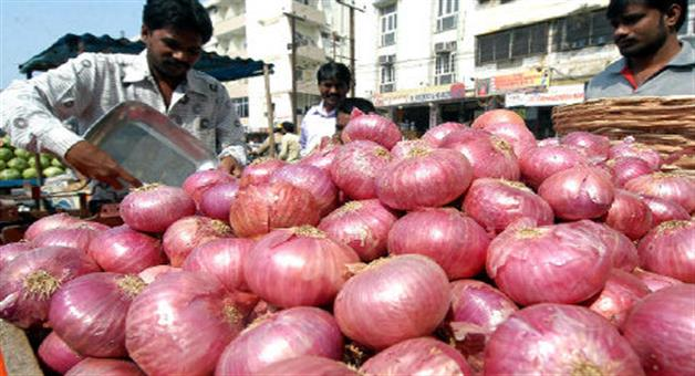 Khabar Odisha:National-news-onion-price-at-4-years-high-1000-rs-per-quintal-hiked-in-single-day