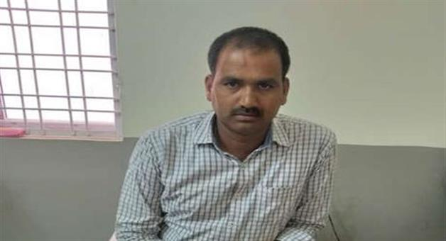 Khabar Odisha:National-news-telangana-cop-caught-17k-bribe-best-constable-award-independence-day