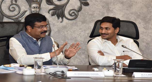 Khabar Odisha:National-news-union-minister-dharmendra-Pradhan-Reviewed-a-gamut-of-oil--gas-and-steel-projects-in-Andhra-Pradesh