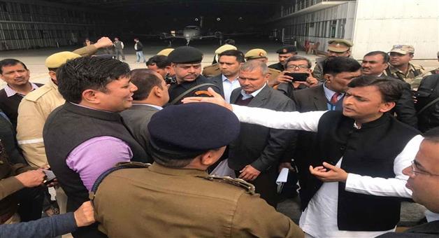 Khabar Odisha:National-odisha-lucknow-administration-stopped-akhilesh-yadav-at-airport