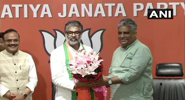 Khabar Odisha:National-politics-Neeraj-Shekhar-who-is-the-son-of-former-Prime-Minister-Chandra-Shekhar-joins-Bharatiya-Janata-Party