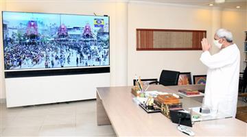 Khabar Odisha:Naveen-pattnaik-watch-rathayatra-live-in-TV
