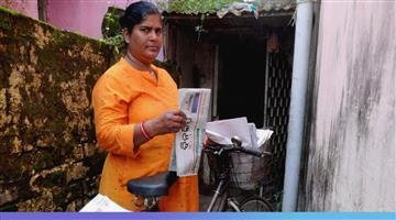 Khabar Odisha:Newspapers-are-distributing-newspapers-in-the-profession-of-women-and-mother-in-law