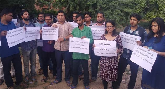Khabar Odisha:Odia-students-of-JNU-protested-demanding-justice-for-students-tortured-in-Tripura
