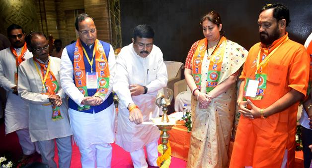 Khabar Odisha:Odisha-BJP-Executive-Meeting-Current-Minister-Smruti-Irani-Join