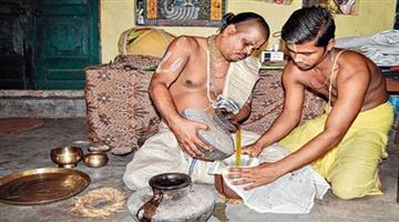 Khabar Odisha:Phuluri-oil-to-cure-three-deities