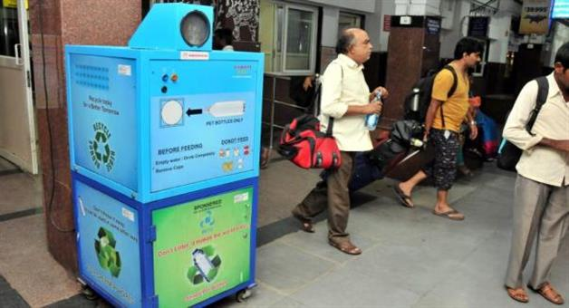 Khabar Odisha:Plastic-bottles-used-in-rail-station-will-not-be-sold-again-to-fillon-water