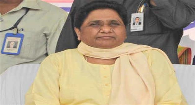 Khabar Odisha:Politics-BSP-chief-Mayawati-now-getting-soft-on-Mulayam-Singh-Yadav-on-guest-house-embers