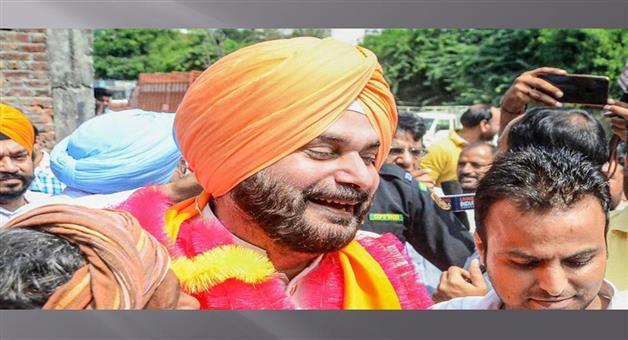 Khabar Odisha:Politics-Congress-leader-MP-Ravneet-Singh-Bittu-blast-Navjot-Singh-Sidhus-behavior-during-Rahul-Gandhi-tractor-protest-agricultural-ordinanc
