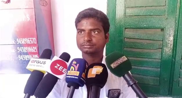 Khabar Odisha:Politics-Odisha-2-groups-Fight-in-Bhadrak-Congress-party-office