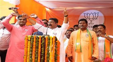 Khabar Odisha:Politics-Odisha-Dharmendra-Pradhan-slams-Naveen-Patnaik-in-election-campaign-in-Tirtol