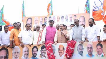 Khabar Odisha:Politics-Telangana-big-setback-for-Telegu-Desam-Party-around-60-prominent-leaders-join-BJP
