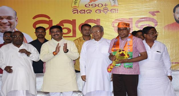 Khabar Odisha:Politics-odisha-former-dg-Prakash-Mishra-joined-BJP-on-sunday