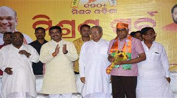 Khabar Odisha:Politics-odisha-former-dg-Prakash-Mishra-joined-BJP-on-sunday