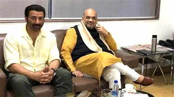 Khabar Odisha:Politics-odisha-lok-sabha-elections-2019-amit-shah-had-a-meeting-with-actor-sunny-deol-at-pune-airport-lounge
