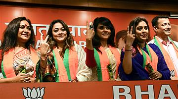 Khabar Odisha:Politics-odisha-one-dozen-television-and-film-artists-join-bjp-in-kolkata