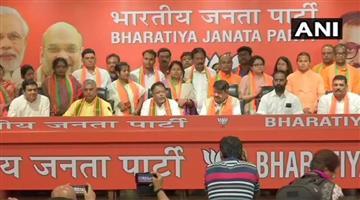 Khabar Odisha:Politics-odisha-tmc-nowpara-mla-sunil-singh-and-12-tmc-councillors-join-bjp